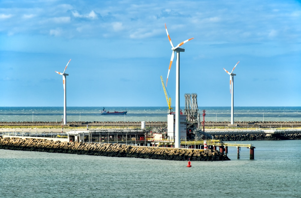 Windmolens in de zee dankzij de haven van Zeebrugge - Chateau Residenties
