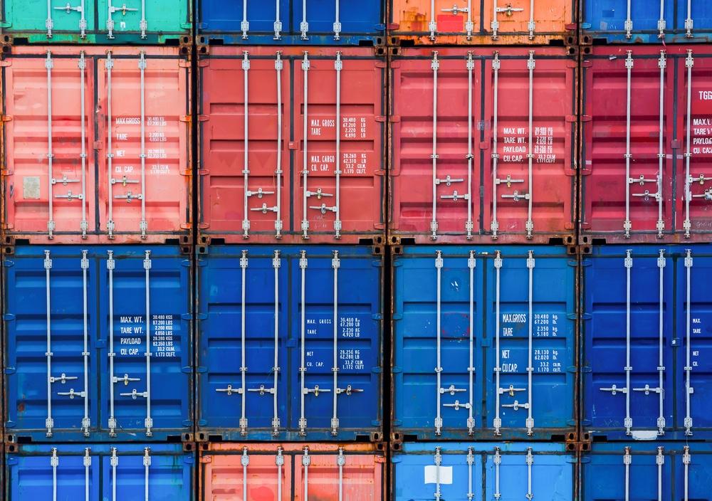 Containers voor conventioneel havenverkeer in de haven van Zeebrugge - Chateau Residenties